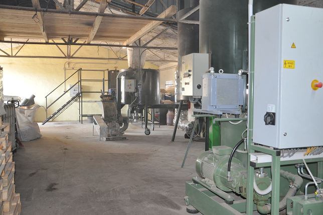 www.st-brikety.sk | Výroba Brikier RUF - proces výroby drtenie, spracovanie, odstraňovanie zvyškov železa a sušenie.